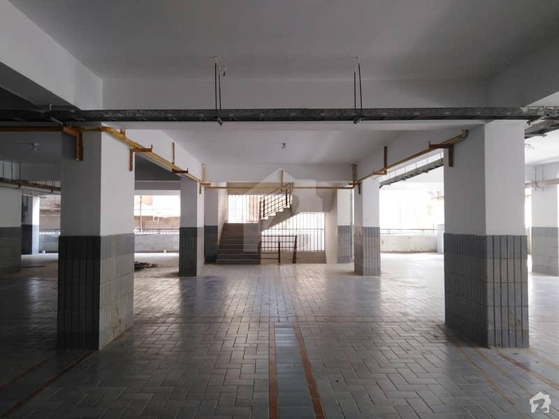 صائمہ رائل ریزیڈینسی راشد منہاس روڈ کراچی میں 3 کمروں کا 8 مرلہ فلیٹ 50 ہزار میں کرایہ پر دستیاب ہے۔