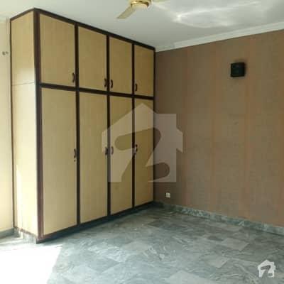 ڈی ایچ اے فیز 4 ڈیفنس (ڈی ایچ اے) لاہور میں 5 کمروں کا 1 کنال مکان 1.35 لاکھ میں کرایہ پر دستیاب ہے۔