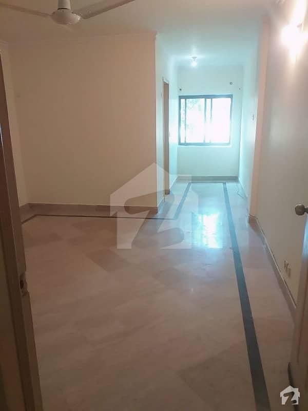 رحمان گارڈنز لاہور میں 3 کمروں کا 10 مرلہ فلیٹ 42 ہزار میں کرایہ پر دستیاب ہے۔