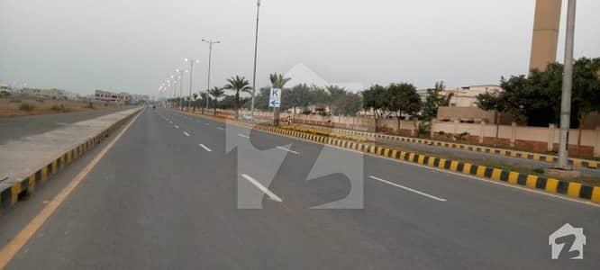ڈی ایچ اے فیز 8 - بلاک ٹی فیز 8 ڈیفنس (ڈی ایچ اے) لاہور میں 1.1 کنال رہائشی پلاٹ 4.25 کروڑ میں برائے فروخت۔
