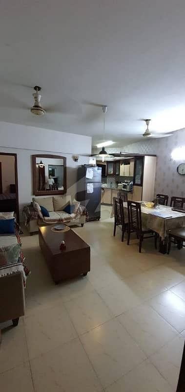 نشاط کمرشل ایریا ڈی ایچ اے فیز 6 ڈی ایچ اے کراچی میں 3 کمروں کا 5 مرلہ فلیٹ 1.85 کروڑ میں برائے فروخت۔