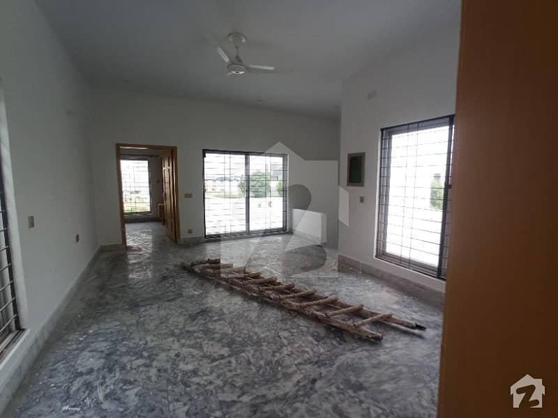 ڈی ایچ اے 11 رہبر لاہور میں 4 کمروں کا 8 مرلہ مکان 70 ہزار میں کرایہ پر دستیاب ہے۔