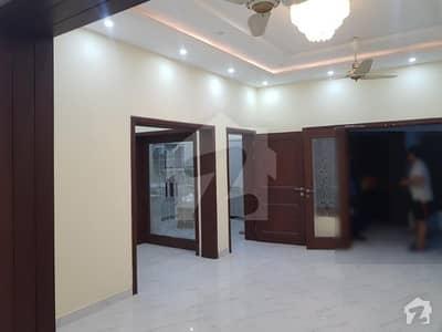 طارق گارڈنز ۔ بلاک ای طارق گارڈنز لاہور میں 5 کمروں کا 10 مرلہ مکان 2.15 کروڑ میں برائے فروخت۔
