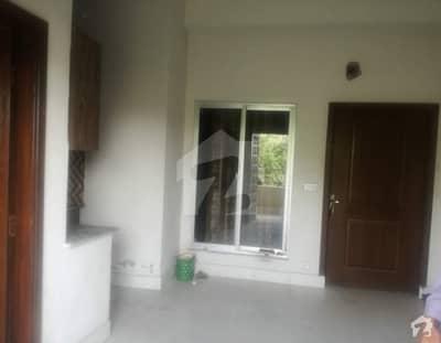 رائیونڈ روڈ لاہور میں 1 کمرے کا 2 مرلہ کمرہ 5 ہزار میں کرایہ پر دستیاب ہے۔