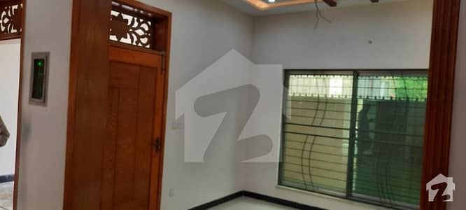 ایڈن بولیوارڈ ہاؤسنگ سکیم کالج روڈ لاہور میں 4 کمروں کا 5 مرلہ مکان 95 لاکھ میں برائے فروخت۔