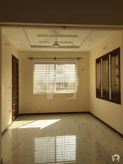جناح گارڈنز ایف ای سی ایچ ایس اسلام آباد میں 5 کمروں کا 8 مرلہ مکان 1.45 کروڑ میں برائے فروخت۔