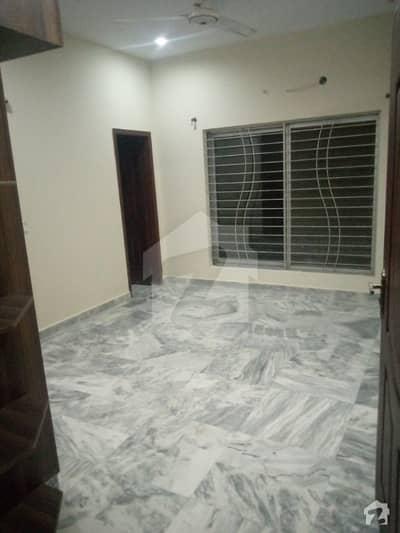اسٹیٹ لائف ہاؤسنگ سوسائٹی لاہور میں 2 کمروں کا 10 مرلہ بالائی پورشن 37 ہزار میں کرایہ پر دستیاب ہے۔
