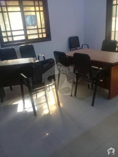 طارق روڈ کراچی میں 12 کمروں کا 1.2 کنال مکان 3 لاکھ میں کرایہ پر دستیاب ہے۔