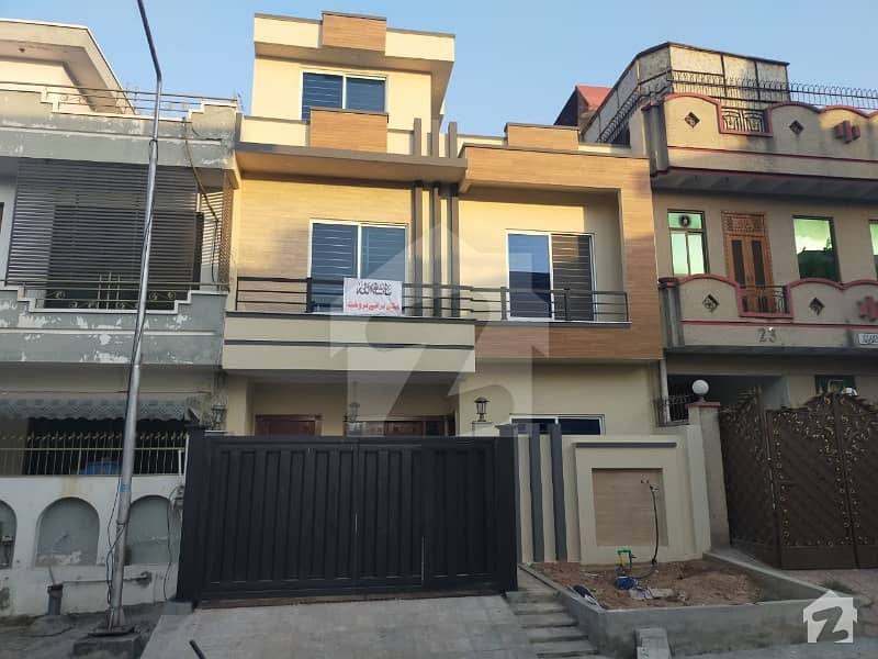 House Of 1000 Square Feet For Sale In G13