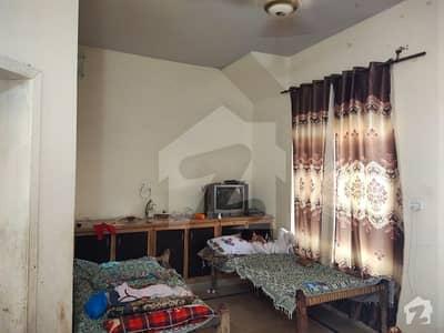 نیو شالیمار کالونی ملتان میں 2 کمروں کا 5 مرلہ مکان 17 ہزار میں کرایہ پر دستیاب ہے۔