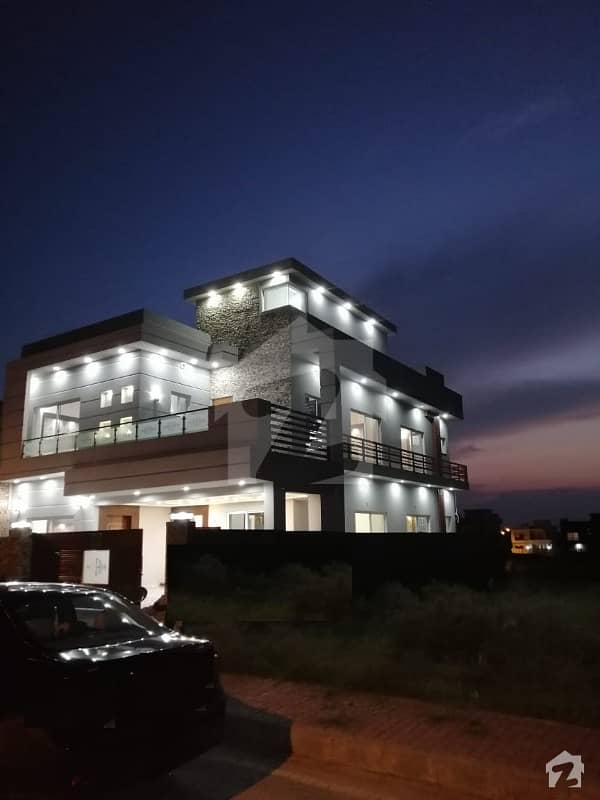 بحریہ ٹاؤن فیز 8 ۔ سیکٹر ایف - 1 بحریہ ٹاؤن فیز 8 بحریہ ٹاؤن راولپنڈی راولپنڈی میں 5 کمروں کا 10 مرلہ مکان 2.3 کروڑ میں برائے فروخت۔