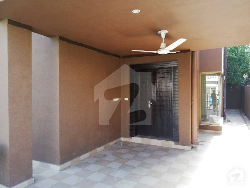 8 Marla Facing Park House For Rent In Usman Sector B Bahria Town Lahore