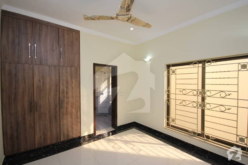 10 Marla Brand New Luxury Upper Portion For Rent At Very Hot Location In Paragon