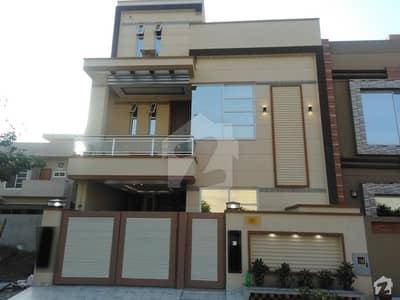 کینال ویلی مین کینال بینک روڈ لاہور میں 3 کمروں کا 5 مرلہ مکان 1.3 کروڑ میں برائے فروخت۔