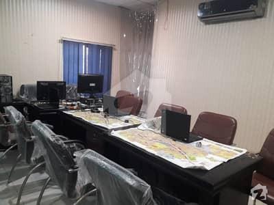 ملتان پبلک سکول روڈ ملتان میں 1 کمرے کا 8 مرلہ دفتر 3 کروڑ میں برائے فروخت۔