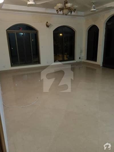 ایف ۔ 11/3 ایف ۔ 11 اسلام آباد میں 6 کمروں کا 1 کنال مکان 2.2 لاکھ میں کرایہ پر دستیاب ہے۔