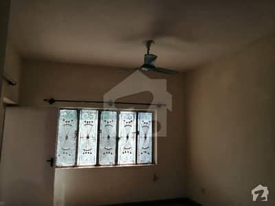 جی ۔ 10/4 جی ۔ 10 اسلام آباد میں 4 کمروں کا 6 مرلہ مکان 65 ہزار میں کرایہ پر دستیاب ہے۔