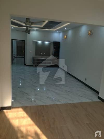 بحریہ ٹاؤن جاسمین بلاک بحریہ ٹاؤن سیکٹر سی بحریہ ٹاؤن لاہور میں 5 کمروں کا 10 مرلہ مکان 71 ہزار میں کرایہ پر دستیاب ہے۔
