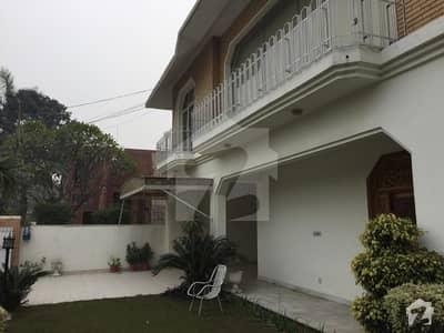 فیصل ٹاؤن ۔ بلاک بی فیصل ٹاؤن لاہور میں 5 کمروں کا 1 کنال مکان 4.7 کروڑ میں برائے فروخت۔
