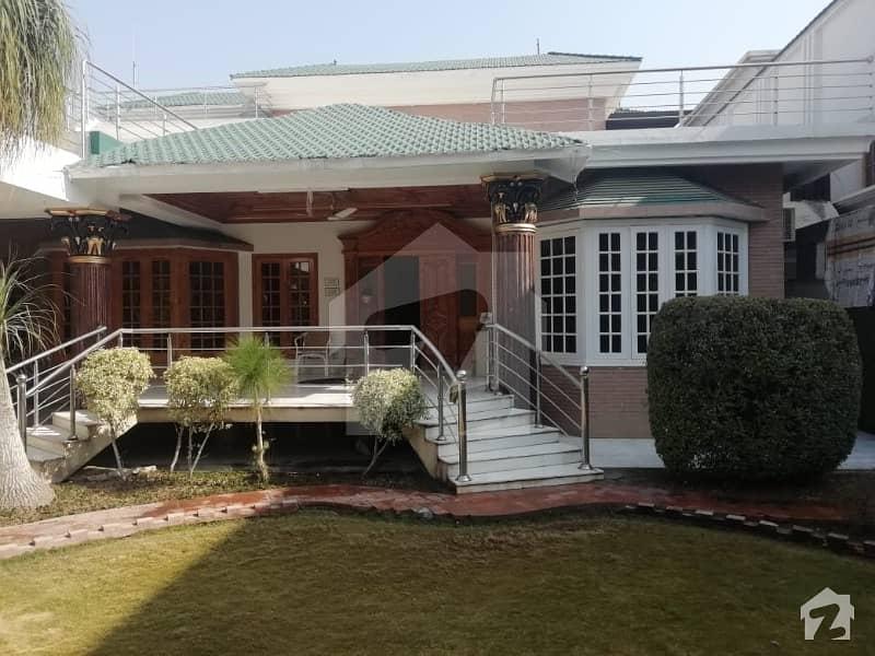 آفیسرز گارڈن کالونی ورسک روڈ پشاور میں 6 کمروں کا 1.45 کنال مکان 6 کروڑ میں برائے فروخت۔