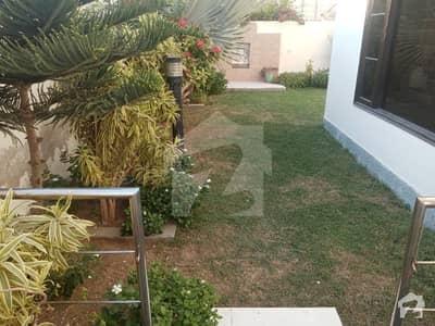 ڈی ایچ اے فیز 7 ڈی ایچ اے کراچی میں 5 کمروں کا 1.2 کنال مکان 10.5 کروڑ میں برائے فروخت۔