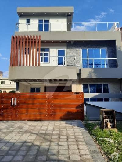 ایف ۔ 11/3 ایف ۔ 11 اسلام آباد میں 5 کمروں کا 10 مرلہ مکان 5.5 کروڑ میں برائے فروخت۔