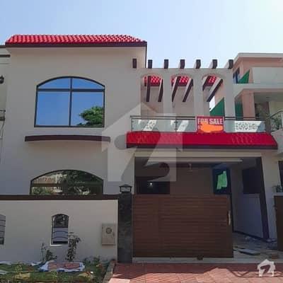 بحریہ ٹاؤن فیز 4 بحریہ ٹاؤن راولپنڈی راولپنڈی میں 5 کمروں کا 11 مرلہ مکان 2.2 کروڑ میں برائے فروخت۔