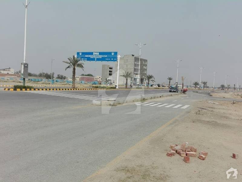 ڈی ایچ اے فیز 8 - بلاک ٹی فیز 8 ڈیفنس (ڈی ایچ اے) لاہور میں 1 کنال رہائشی پلاٹ 4.25 کروڑ میں برائے فروخت۔
