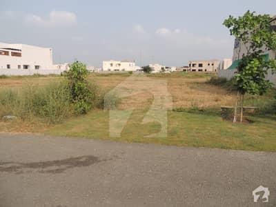 ڈی ایچ اے فیز 6 - بلاک کے فیز 6 ڈیفنس (ڈی ایچ اے) لاہور میں 1 کنال رہائشی پلاٹ 3.25 کروڑ میں برائے فروخت۔