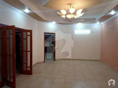 ڈی ایچ اے فیز 8 سابقہ ایئر ایوینیو ڈی ایچ اے فیز 8 ڈی ایچ اے ڈیفینس لاہور میں 2 کمروں کا 1 کنال زیریں پورشن 55 ہزار میں کرایہ پر دستیاب ہے۔