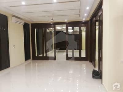 شامی روڈ کینٹ لاہور میں 5 کمروں کا 1.4 کنال مکان 2 لاکھ میں کرایہ پر دستیاب ہے۔