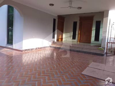 F11 Double Storey House 6 Bedrooms 2 Kitchens Neat Baths Rent 2 Lac