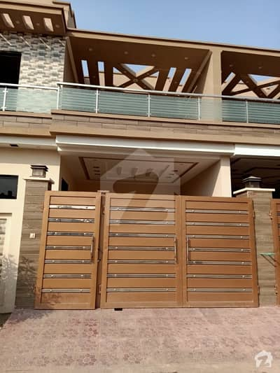 خان ویلیج ملتان میں 3 کمروں کا 6 مرلہ مکان 90 لاکھ میں برائے فروخت۔