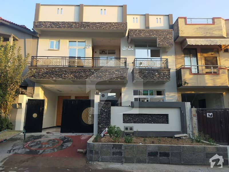 Stunning 1800 Square Feet Brand New House In G-13 Available