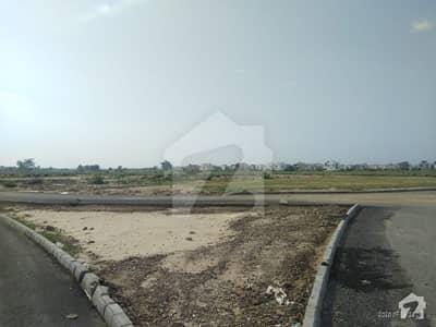 ڈی ایچ اے فیز 8 - بلاک ٹی فیز 8 ڈیفنس (ڈی ایچ اے) لاہور میں 1 کنال رہائشی پلاٹ 2.1 کروڑ میں برائے فروخت۔