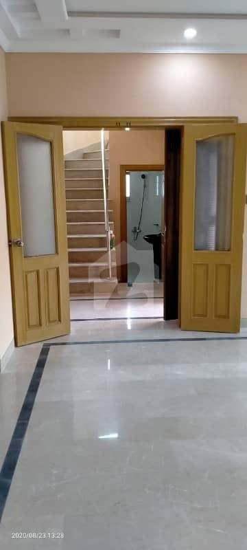 عسکری 10 - سیکٹر بی عسکری 10 عسکری لاہور میں 4 کمروں کا 12 مرلہ مکان 95 ہزار میں کرایہ پر دستیاب ہے۔