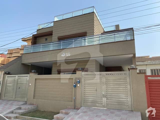 حیات آباد فیز 1 حیات آباد پشاور میں 9 کمروں کا 10 مرلہ مکان 4 کروڑ میں برائے فروخت۔