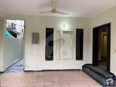 عسکری 10 - صیکٹر ای عسکری 10 عسکری لاہور میں 3 کمروں کا 10 مرلہ مکان 2.4 کروڑ میں برائے فروخت۔