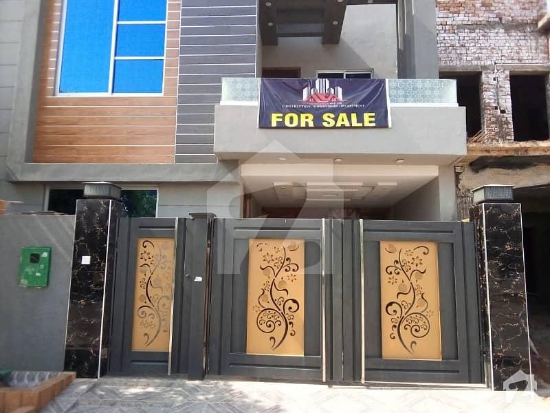 بحریہ ٹاؤن جناح بلاک بحریہ ٹاؤن سیکٹر ای بحریہ ٹاؤن لاہور میں 3 کمروں کا 5 مرلہ مکان 1.25 کروڑ میں برائے فروخت۔