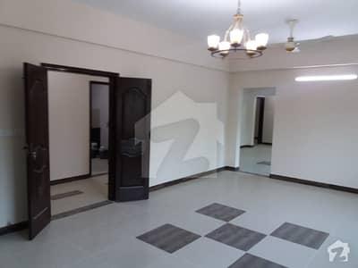 عسکری 5 ملیر کنٹونمنٹ کینٹ کراچی میں 4 کمروں کا 13 مرلہ فلیٹ 75 ہزار میں کرایہ پر دستیاب ہے۔