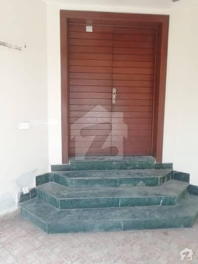 ڈی ایچ اے فیز 2 - بلاک ایس فیز 2 ڈیفنس (ڈی ایچ اے) لاہور میں 4 کمروں کا 10 مرلہ مکان 80 ہزار میں کرایہ پر دستیاب ہے۔
