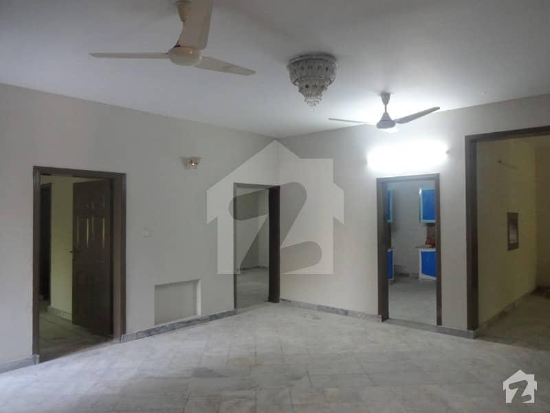 ایف ۔ 11 اسلام آباد میں 9 کمروں کا 16 مرلہ مکان 7.5 کروڑ میں برائے فروخت۔