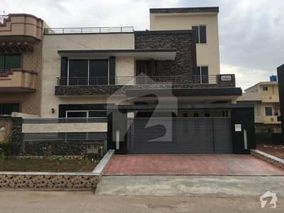 3200 Square Feet House Available For Sale In G-13