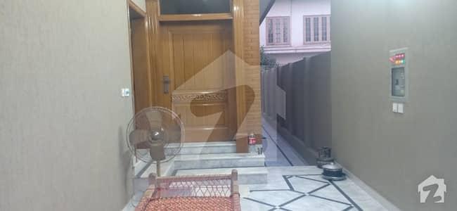 حیات آباد فیز 1 حیات آباد پشاور میں 10 کمروں کا 10 مرلہ مکان 4 کروڑ میں برائے فروخت۔