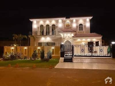 ڈی ایچ اے فیز 5 - بلاک ایف فیز 5 ڈیفنس (ڈی ایچ اے) لاہور میں 5 کمروں کا 1 کنال مکان 5.6 کروڑ میں برائے فروخت۔