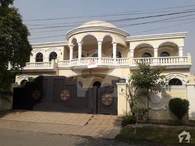 2 KANAL NEW BEAUTIFUL HOUSE FOR RENT NEAR TO PARK AND MARKET