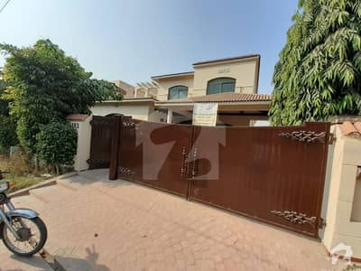 ڈی ایچ اے فیز 4 ڈیفنس (ڈی ایچ اے) لاہور میں 5 کمروں کا 1 کنال مکان 1.4 لاکھ میں کرایہ پر دستیاب ہے۔