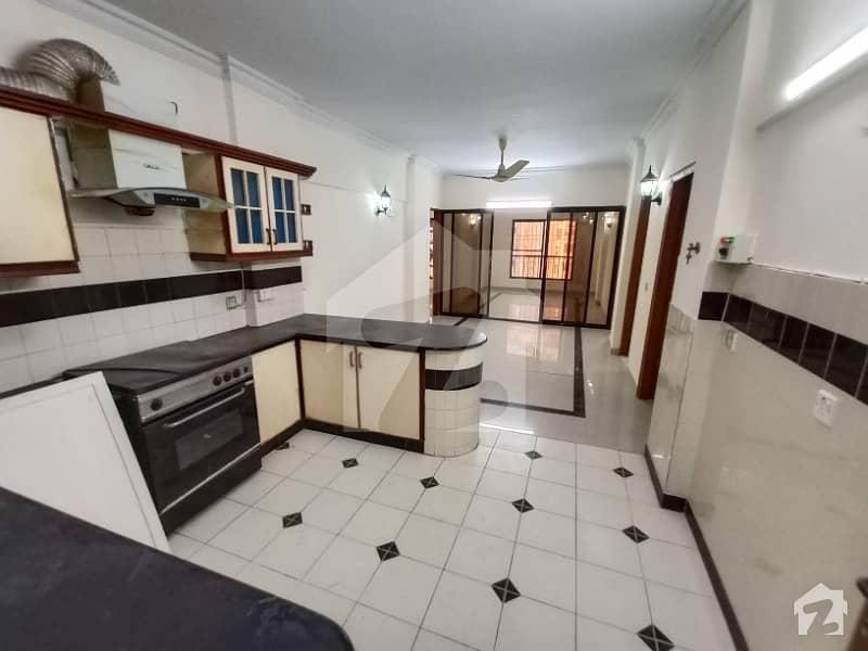 کلفٹن ۔ بلاک 2 کلفٹن کراچی میں 3 کمروں کا 8 مرلہ فلیٹ 1.4 کروڑ میں برائے فروخت۔