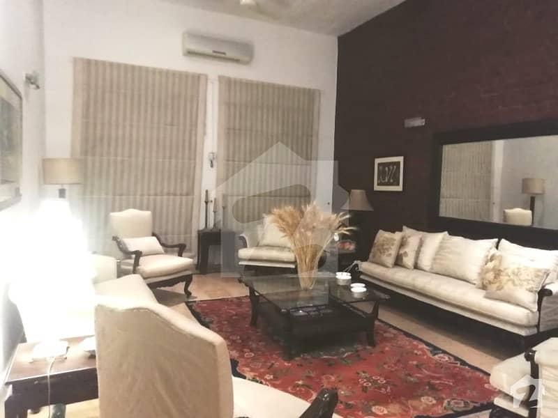 ڈی ایچ اے فیز 2 ڈیفنس (ڈی ایچ اے) لاہور میں 5 کمروں کا 2 کنال مکان 2.5 لاکھ میں کرایہ پر دستیاب ہے۔