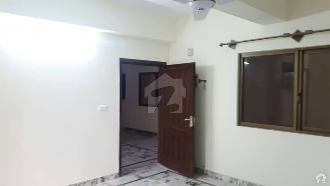 Chakri Road Flat Sized 900 Square Feet Is Available
